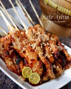 Sate Ayam, Indonesian Food, Diy Food, Chicken Wings, Shrimp, Recipies, Easy Meals, Pork, Food And Drink