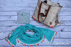 Wenn wir schon beim Glitzer-Canvas sind: Hier eine tolle Kombination des Glitzer Canvas Gold von #Zwärgechic. Sie kombinierte den Canvas mit verschiedenen Kunstledern in bronze oder gold. Das Musseline-Tuch ist die Uni Türkis Musseline von Stoff-Troll. Troll, Drawstring Backpack, Diaper Bag, Pink, Bronze, Backpacks, Beige, Canvas, Inspiration