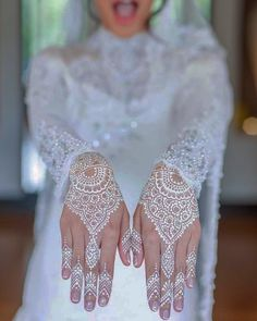 Hello henna-hens! Do you like this white artwork as much as we do? The delicate lace detail makes you seem to be wearing a pair of very elegant gloves. Now that's classy!  Bridal henna is one of the oldest and most widespread traditions in the #Middleeast. And the best bit? As long as the henna stain appears on the bride, she doesn't have to do any housework!   Happy Saturday! xxx  #white #lace #bridal #henna #middleeast #tradition #ramadan2016 #classy #muslimbride #delicate #intricate…