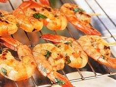 Krewetki z grilla Grilled Fish Recipes, Healthy Grilling Recipes, Scampi, Shrimp Skewers, Vegan Baby, Vegan Smoothies, Food For A Crowd, Vegan Sweets, Eat Smarter