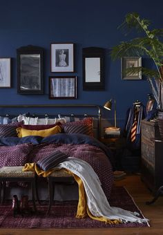 8 Dreamy dark bedrooms you will love for the cold season (Daily Dream Decor) - Idee deco - Bedroom Dark Blue Bedrooms, Blue Rooms, Bedroom Yellow, Jewel Tone Bedroom, Maroon Bedroom, Blue And Gold Bedroom, Plum Bedroom, Bedroom Black, Yellow Walls