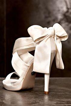 Wedding Day Style: Fabulous Footwear #saphireeventgroup #saphireestate #thevilla #bridalheels#bridetobe #weddingshoes