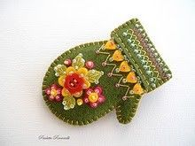 Beaded felt mitten pin - green--these are adorable! Something different than just doing ornaments too! Christmas Ornaments To Make, Handmade Christmas, Christmas Crafts, Christmas Tree, Christmas Colors, Felt Embroidery, Felt Applique, Handmade Ornaments, Felt Ornaments