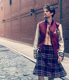 """Jake Dietrich auf Instagram: """"Running to the bodega to grab some eggs, anyone need anything? #gucci #kilt #nyc #bodega"""""""
