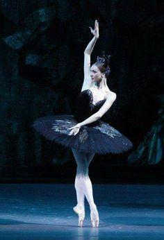 """<<Olga Smirnova in """"Swan Lake"""" # Bolshoi Ballet>>✯ Ballet beautie, sur les pointes ! ✯"""