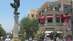 In a town where most malls are housed inside bland, air-conditioned structures, this upscale open-air center has been a hit—and some say, is the crown jew Visit Los Angeles, Los Angeles Shopping, La Things To Do, Cool Places To Visit, Places To Go, Destination Imagination, Time Out, Wonderful Places, Cafes