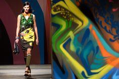 A Prada surprendeu ao apresentar na Semana de Moda de Milão uma coleção   inspirada na street art para a primavera/verão 2014.