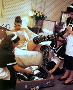 Carré Otis photographed Michael Roberts, Vogue Italia September 1991 V Michael Roberts, Applis Photo, Mode Editorials, Luxe Life, Glamour, How To Pose, Fashion Mode, Rich Girl, Christy Turlington
