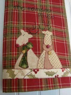 Searching for a gift for friends and family? Tea Towels make a fun and useful gift. These charming tea towels look beautiful lining a gift Christmas Towels, Christmas Tea, Christmas Sewing, Christmas Projects, Holiday Crafts, Christmas Stockings, Christmas Decor, Quilting Projects, Sewing Projects