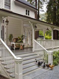 Gorgeous white farmhouse cottage porch wendy Love this front porch Cottage Porch, Home Porch, Farm House Porch, House With Porch, White Cottage, Cottage Homes, Veranda Design, Deck Design, Veranda Ideas