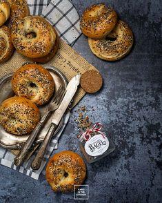 Szybkie bajgle z 2 składników – bez drożdży, bez gotowania! | Karo in the Kitchen Bagel, Spices, Cooking, Kitchen, Fotografia, Spice, Kitchens, Cuisine, Brewing