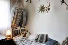 Vierashuone // gästrum // guestroom // sänkykatos // stars //