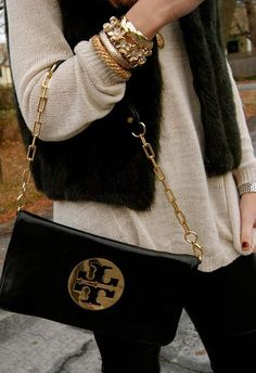 Cream oversized light weight knitted sweater with a fur vest and Tory Burch bag. Fall perfection