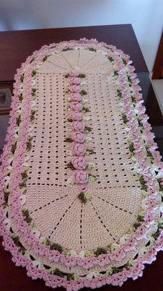 Best 11 Tapete oval avulso, feito com barbante, nas cores crú, rosa bebê e verde. Pode ser confeccionado na cor de sua prefer Freeform Crochet, Crochet Yarn, Hand Crochet, Crochet Doily Patterns, Crochet Doilies, Crochet Ideas, Summer Crafts, Diy And Crafts, Birthday Wishes For Son