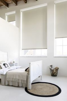 #wit #crème #slaapkamer #hout #balken #rust http://www.woninginrichtingdoetinchem.nl/