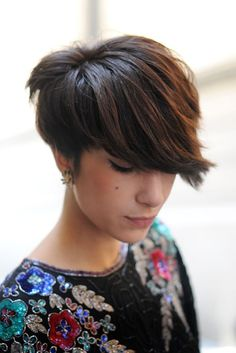 Cool Short Hairstyle for Women – Straight Cut