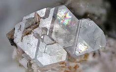 quartz mineral data mineralogy database - 236×148