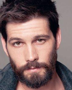 That face is everywhere ❤️❤️❤️ Scruffy Men, Hairy Men, Bearded Men, Gideon Cross, Beautiful Men Faces, Gorgeous Men, Casey Deidrick, Kim Kardashian Hair, Beard Look