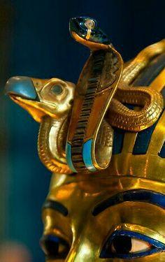 Serpent energy meeting the sky through the forehead/third eye Ancient Egypt Art, Ancient History, Art History, Anubis, Obelisk, Egyptian Party, Egypt Museum, Kemet Egypt, Ancient Civilizations