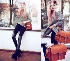 Oversized Sweater + Legs ! <3