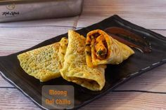 Moong Dal Cheela with stuffed Paneer recipe Healthy Breakfast Choices, Best Breakfast, Lunch Box Recipes, Snacks Recipes, Moong Dal Chilla, Tiffin Recipe, Paneer Recipes, Red Chili Powder, Fresh Coriander