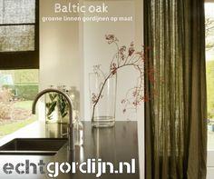 Deze groene linnen stof (baltic oak) is heel geschikt voor gordijnen en vouwgordijnen. Vraag gratis stalen aan bij ons.#groen #linnen #gordijnen