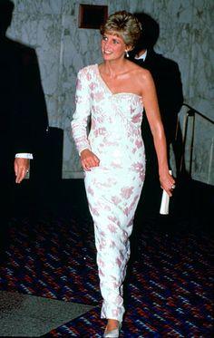 2,394 Princess Diana White Photos and Premium High Res Pictures Princess Diana Dresses, Princess Diana Fashion, Princess Diana Pictures, Princesa Diana, Prince Charles, Dress Code, Diane, Lady Diana Spencer, Princess Of Wales