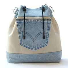Love this cute upcycled denim bag! Jean Crafts, Denim Crafts, Mochila Jeans, Jean Purses, Denim Handbags, Denim Purse, Denim Ideas, Petite Fashion Tips, Recycle Jeans