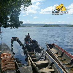 #Curiara (AFI)[kuˈɾja.ɾa] el taínokurijara en resumen es una canoade gran tamaño y para variostripulanteshecha con eltroncoahuecadode unárbol. Comunes en Colombia y Venezuela. Transporte utilizado en #Canaima para ir hasta los pies del #SaltoÁngel, viaje de 8 horas, ida y vuelta.  Una experiencia única e inexplicable 💛💙❤️ 📷 by @lilygarcesdesign #AllTerrainPeopleVenezuela 🌅 #venezuelatequiero #trekking #mochileros #extremo #igersvenezuela #naturaleza #gopro #aventura #ecoturismo