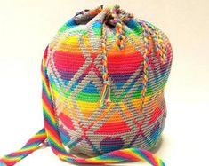 Do you find it as much fun as I can carry your own bag and can you crochet, then this pattern is for you! This is the digital pattern for crochet… Mochila Crochet, Bag Crochet, Tapestry Bag, Tapestry Crochet, Stoff Design, Embroidery Techniques, Beautiful Crochet, Needles Sizes, Digital Pattern