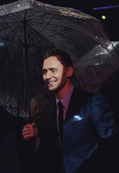 Tom Hiddleston at the European Premiere of Kong : Skull Island in London  28.2.2017 From http://tw.weibo.com/torilla/4081664101756012