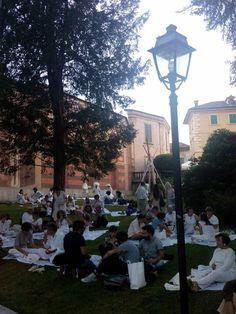 Picnic in bianco per i dieci anni di Studi Aperti presso il Parco Neogotico di Ameno - Studi Aperti 2014