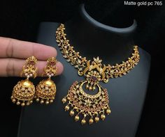 India Jewelry, Jewellery, Indian Lehenga, Indian Designer Wear, Fashion Outfits, Gold Fashion, Fashion Necklace, Art Drawings, How To Wear