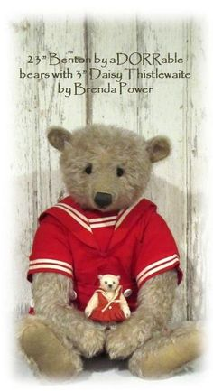 Photo courtesy of Linda Dorr. Large bear is a beautiful bear made by Linda of aDOORable Bears. The sweet little bear is made by Brenda Power.