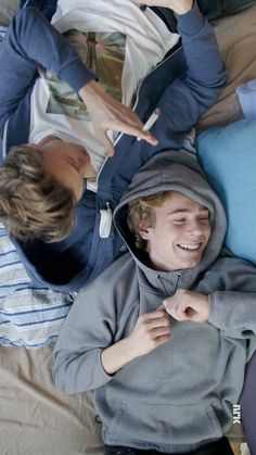 Love Couple, Couple Goals, Skam Cast, Skam Tumblr, Isak & Even, Gay Aesthetic, Cute Gay Couples, Nerd, Best Shows Ever