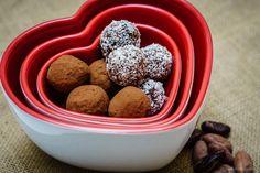 Chocolate truffles recipe (sugar free, gluten free, dairy free, guilt free) Dairy Free, Gluten Free, Truffles Recipe, Hand Painted Mugs, Chocolate Truffles, Delicious Vegan Recipes, Guilt Free, Sugar Free, Healthy