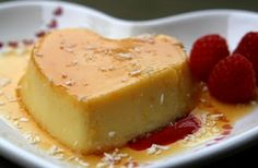 Flan de coco con caramelo de naranja or coconut flan with orange caramel Kokos Desserts, Coconut Desserts, Coconut Recipes, Köstliche Desserts, Dessert Recipes, Food Deserts, Mexican Food Recipes, Sweet Recipes, Traditional Mexican Desserts