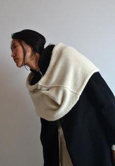 beate-shoulder wrap