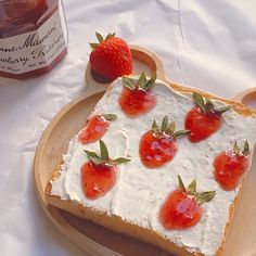 Cream Cheese Toast, Paleo Cupcakes, Good Food, Yummy Food, Think Food, Cute Desserts, Cafe Food, Strawberries And Cream, Aesthetic Food