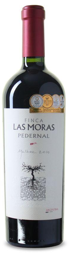 Der Finca Las Moras - Pedernal Malbec ist ein vollendeter Rotwein aus Argentinien. Genial ausbalancierte Struktur mit seidigen Tanninen. ✓100% Malbec Malbec Wine, Bordeaux Wine, Whiskey Bottle, Red Wine, Creative, Food, San Juan, Blackberry, Argentina