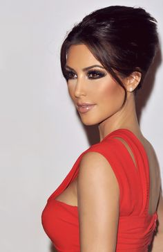 Kim kardashian Makeup flawless... and i like the hair pulled back