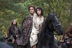 Outlander 2014 Claire Randall (Caitriona Balfe) and Jamie Fraser (Sam Heughan)