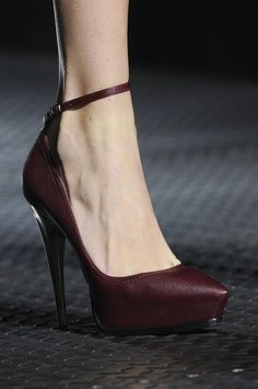 Lanvin at Paris Fashion Week Spring 2013 - burgundy pumps Pretty Shoes, Beautiful Shoes, Cute Shoes, Me Too Shoes, Boys Shoes, Lanvin, Stilettos, High Heels, Wedge Heels
