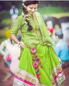 Aaaaaaand drop those latkans like a beat girl .. We are floored by this Lehenga , the latkans and the #snakedraped #gajra  #monsoonbride #green #pink #latkans #pretty #mehendi #sangeet