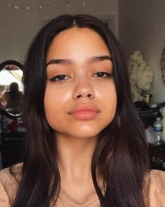 Natural makeup usually refers to all those attributes which will proffer you with a normal look averting all kinds of … Glowy Skin, Skin Makeup, Beauty Makeup, Hair Beauty, Natural Face, Natural Makeup, Pinterest Makeup, Pinterest Hair, Bare Face