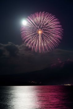 Watch an amazing fireworks display in a boat on a lake. Doesn't have to be at the Firework Festival at Lake Motosu, Japan...but how amazing would this be???