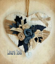 Riciclando. ..cuore in cartone iuta e jeans by Laura Tosi https://www.facebook.com/fattoconamorelaura #artesanato #creativas #handmadewhitlove #creativemamy #handmade #lemaddine #mammecreative #officinacreativa #heart #denim