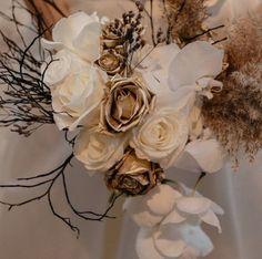 Todo lo que debes saber del Bouquet de Novia – ¿Cómo elijo el bouquet perfecto? El ramo de novia, Significados del ramo de novia, Consejos para elegir el ramo, ¿Cuál es la diferencia entre ramo y Bouquet? Floral, Pink, Rose Petals, Floral Bouquets, Bouquet Of Roses, Mariage, Bridal, Tips, Flowers
