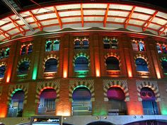 Barcelona - Plaza de toros de les Arenes - That was a bullring, like it or not. Now, it is a mall, believe it or not. You might agree on banning bullfighting but. Richard Rogers, Shopping In Barcelona, Shopping Malls, Light Architecture, Interior Exterior, Shopping Center, The Good Place, Places To Go, Things To Do