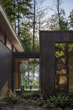Wittman Estes Architecture+Landscape have recently completed the Hood Cliff Retreat, a series of modern cabins that are hidden in the forest and overlooking Washington's Hood Canal. Casa Hygge, Interior Design Minimalist, Casas Containers, Cedar Siding, Forest House, Interior Architecture, Sustainable Architecture, Architecture Layout, Modern Architecture Design